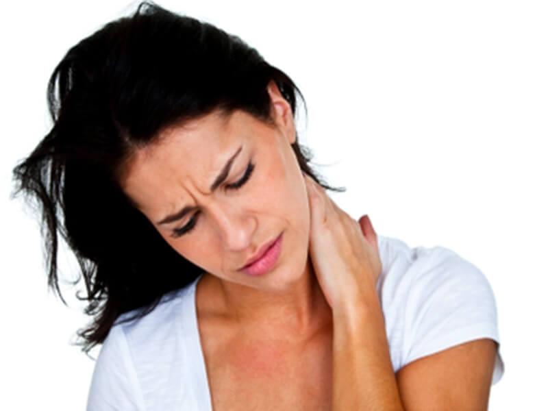 Признаком шейно-грудного остеохондроза является боль в шее
