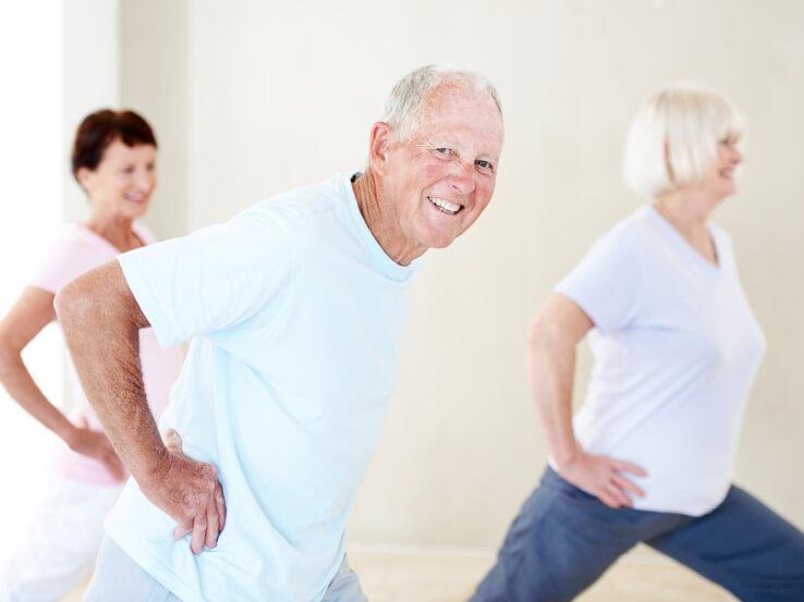 Физические нагрузки при гипертонии: бег или йога, занятия в ...