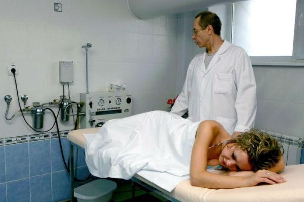 Лечение от остриц с помощью клизмы