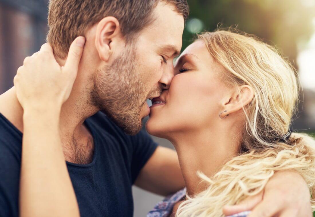 целоваться с незнакомым во сне