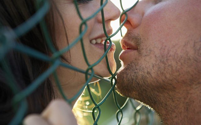 Можно ли заразиться ВИЧ через слюну при поцелуе с носителем вируса