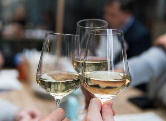 Алкогольная зависимость у женщин, как помочь и можно ли вылечить?