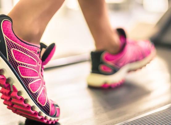 Как выбрать беговую дорожку для занятий дома — советы тренера