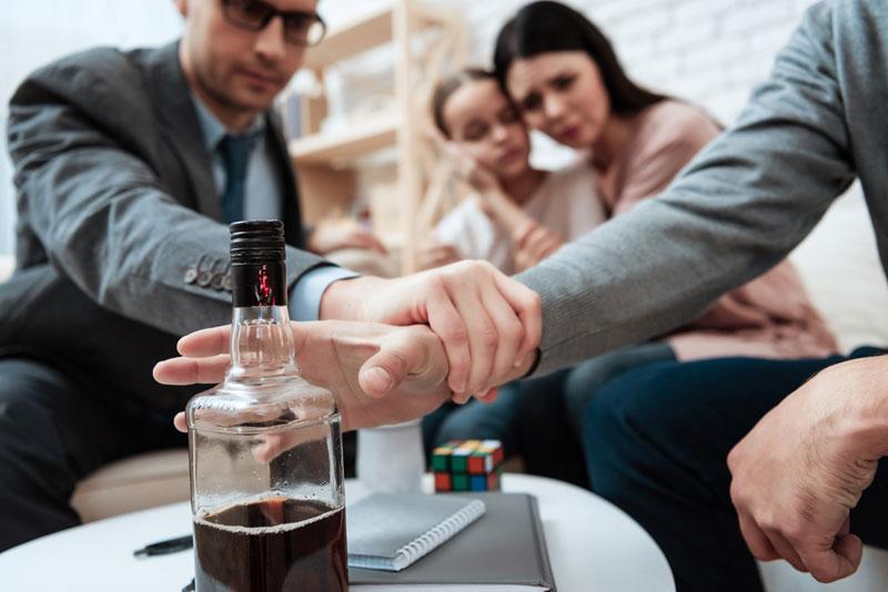 Кодировка от алкоголя — популярный способ борьбы с недугом