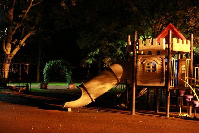 Ночь на детской площадке