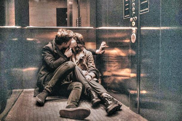 Поцелуй в лифте