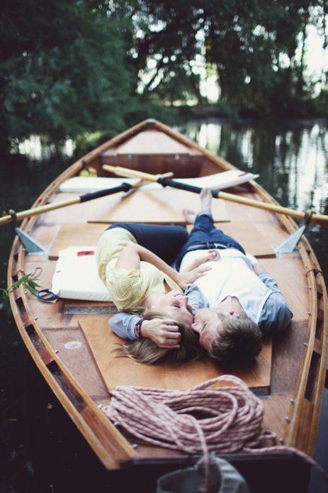 Поцелуй в лодке