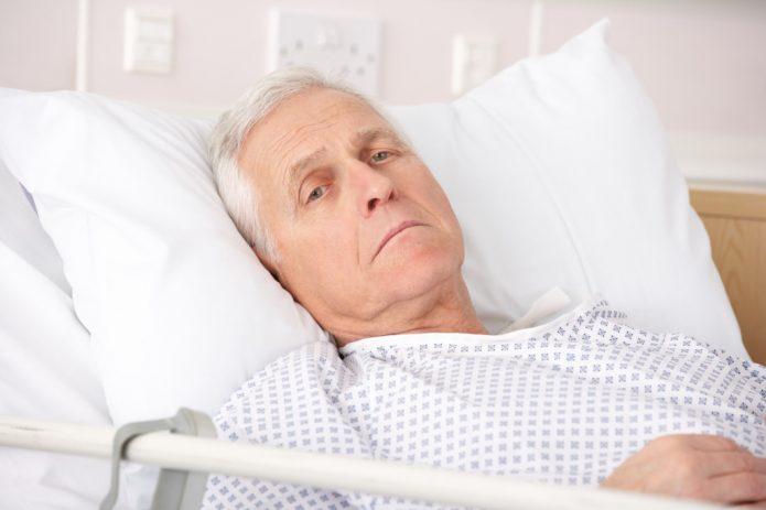 Больной лежит в постели
