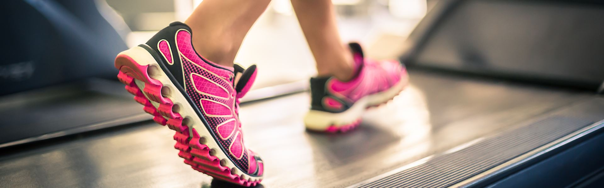 Как выбрать беговую дорожку для занятий дома - советы тренера